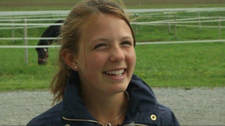 Eirin Losvik från Nykarleby är en av Finlands mest lovande juniorer inom den stenhårda hästsporten fälttävlan. LYCKA TILL PÅ FM I YPÄJÄ