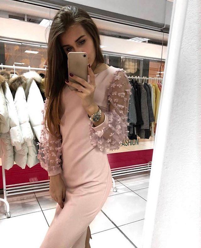 a1ac540d991 Женское платье Размер 42-44 и 44-46 Материал турецкая креп-костюмка рукав  набивная сетка с цветами Перед по полочке выточки по спинке потай…