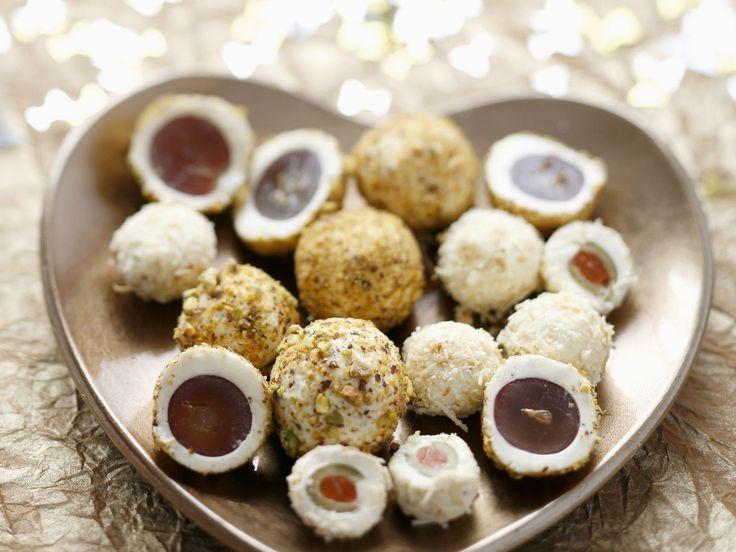 Trauben und Oliven im Frischkäsemantel - smarter - Zeit: 30 Min. | eatsmarter.de