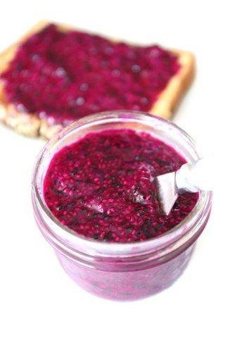 ¿Conoces la pitaya? Es una fruta exótica de color rosa que llega pisando fuerte. Descubre todas las recetas que podemos preparar con ella...