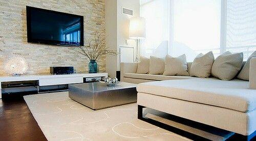 Wohnzimmer Wand mit Naturstein Bricks / Mauerstein und Fernseher davor. #Bricks
