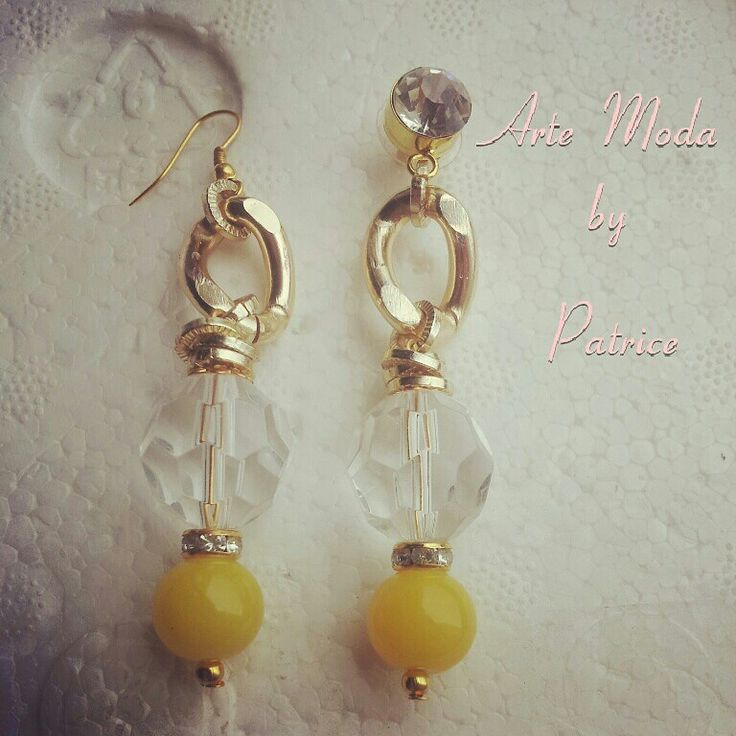 Collezione Patrice creation:modello Amalfi. .orecchini con pietre di colore giallo e bianco trasparente con dettagli dorati e simil swarovski...ps: ho messo due tipi di ganci così potete scegliere voi se far realizzare gli orecchini semplici con I ganci o con I punti luce... #artemoda#creation#earrings#models#amalfi#accessorize#bijoux#handmade#modaitaliana#fashion#designer#stylist#madeinitaly#lime#depop#instagram#collection#italy
