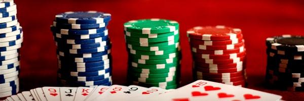 nel mercato online esistono due tipi di network di poker:    poker network standalone – mono brand come poker stars che sono anche i leader di mercato per svariate ragioni; principalmente: sono partite molto prima delle altre.    network di poker – multi brand, al contrario dei marchi standalone hanno deciso di affrontare il mercato creando molte copie di se stessi facendo in modo di attirare sui propri tavoli da gioco  molte persone da siti differenti.