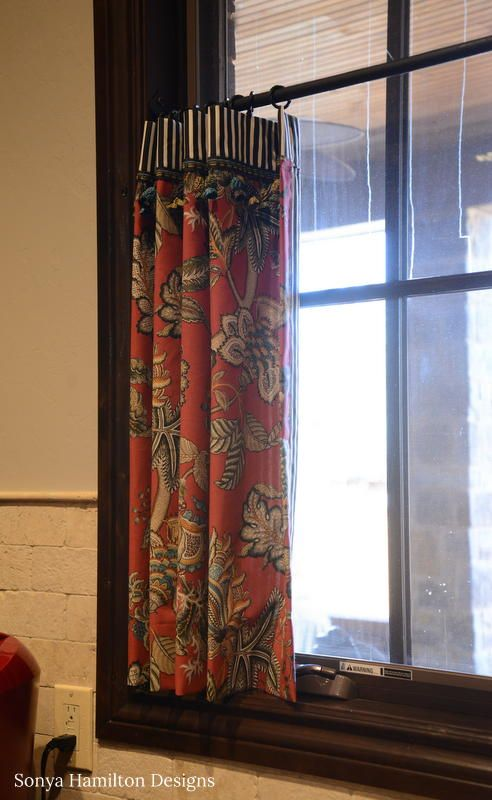Bold Kitchen Cafe Curtains & A Mud Bench Cushion | Beyond the Screen Door