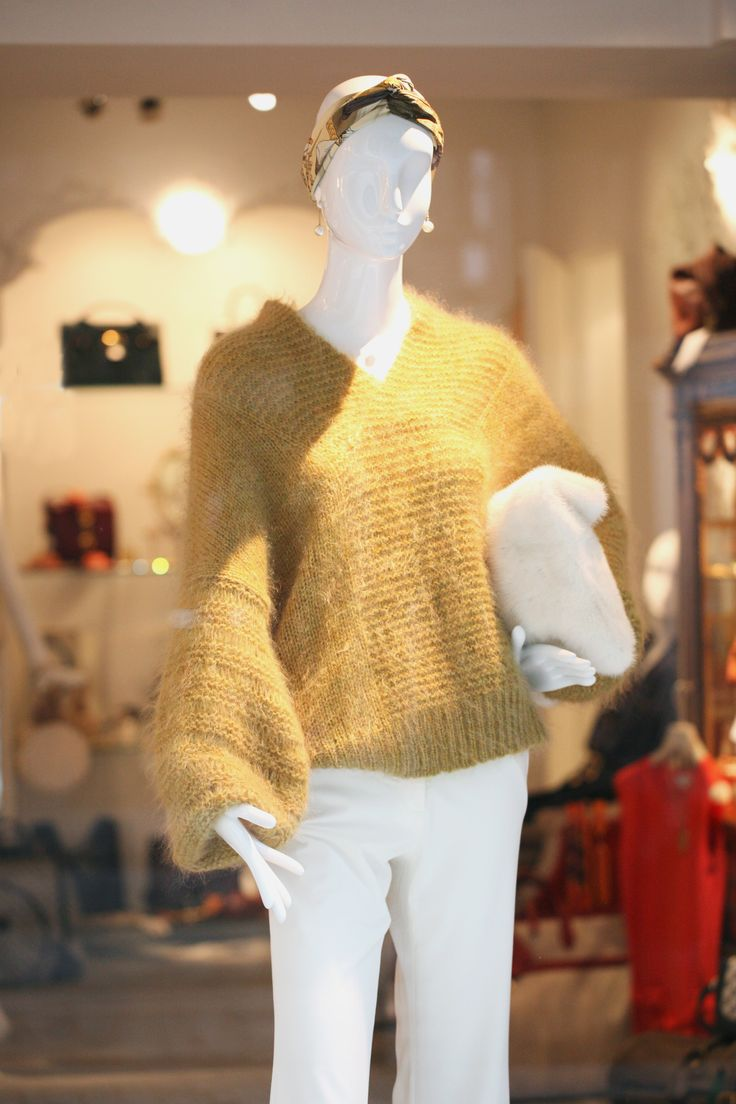 25JANVIER YELLOW MOHAIR HANDMADE KNIT SWEATER w. Mink Clutch