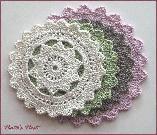 Beginner's Doily Pattern: free pattern here - http://www.crochetspot.com/crochet-pattern-hipster-doily/
