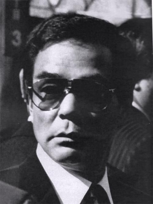 The fifth generation leader of Yamaguchi-gumi, Takumi  Masaru had sent an example of a new path for the yakuza, one which is called the economic yakuza, and that these new Yakuza would now have to read the business section of the newspaper every day.