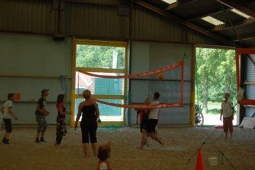 Indoor beachvolleyballen bij de Blauwestadhoeve