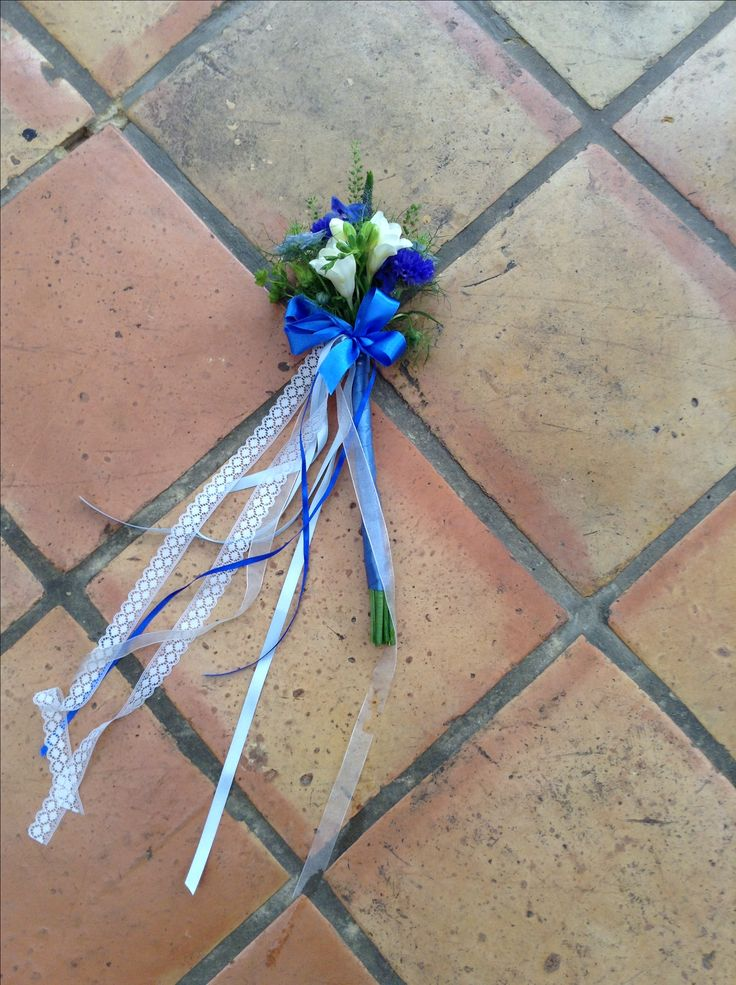 Flower wands #weddings #wands #flowers #ribbon