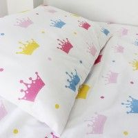 Decorate your little one's bedroom with our adorable crowns cot duvet cover set. Made from 100% cotton, the density and strength of this duvet cover set is incredibly strong.