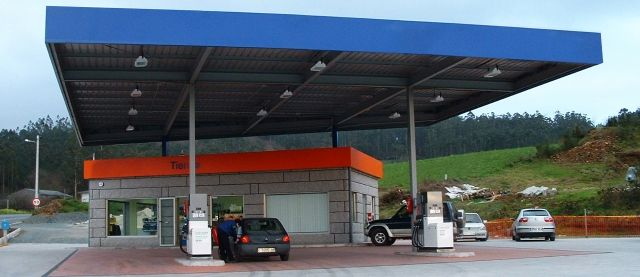 MUNDI-PETROL - Noticias - El margen bruto medio subió en febrero un 3,6% en la gasolina 95 y descendió un 6,1% en el gasóleo A en España