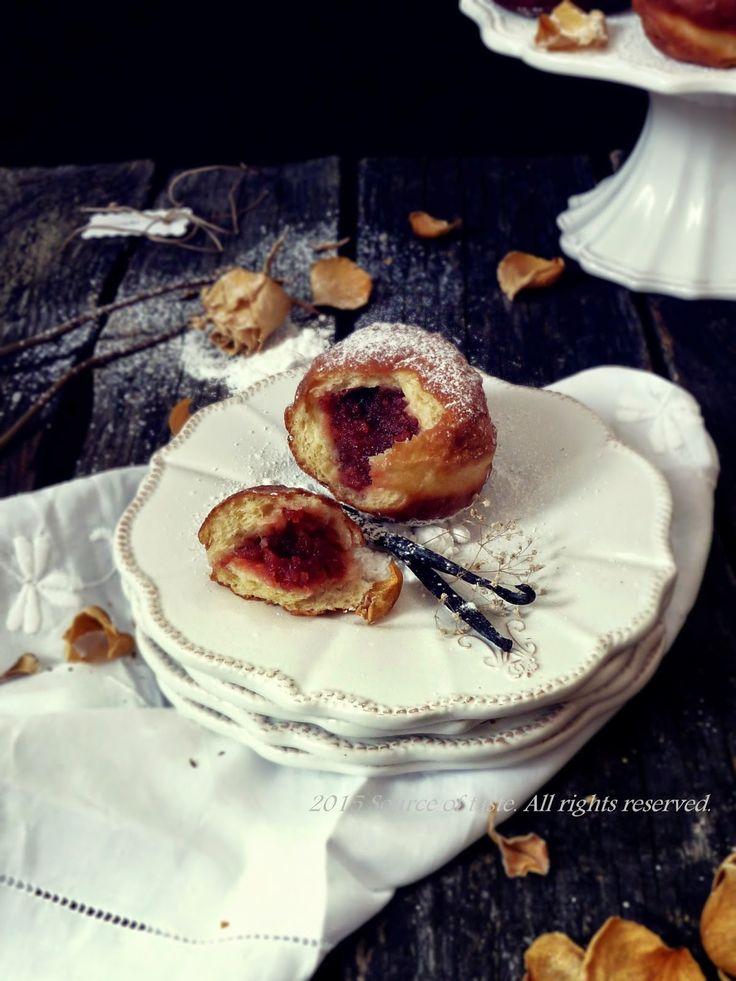 Пончики з трояндовим джемом (Traditional polish deep fried doughnut with wild rose jam)
