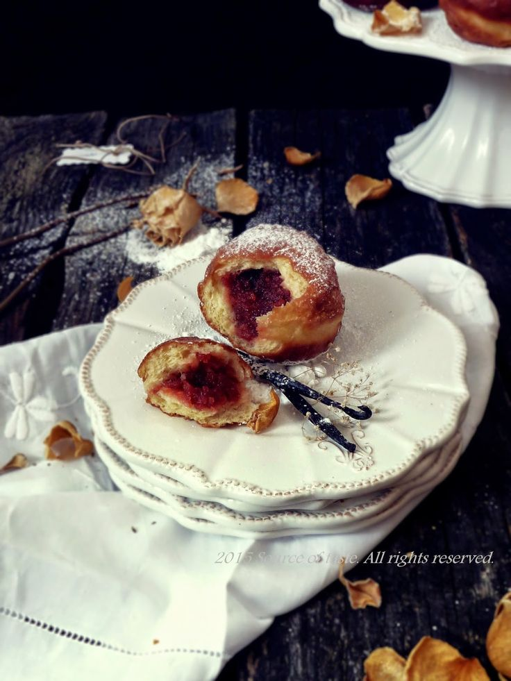 Пончики з трояндовим джемом (Traditional polish deep fried doughnut with wild rose jam)