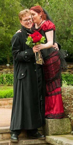 Nicola Bell & her groom on their Valentine's Wedding Day 2010 wearing Gallery Serpentine #gothicwedding #galleryserpentine #nicolabell