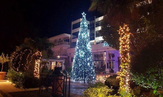 Χριστουγεννιάτικο δέντρο στη Βούλα.