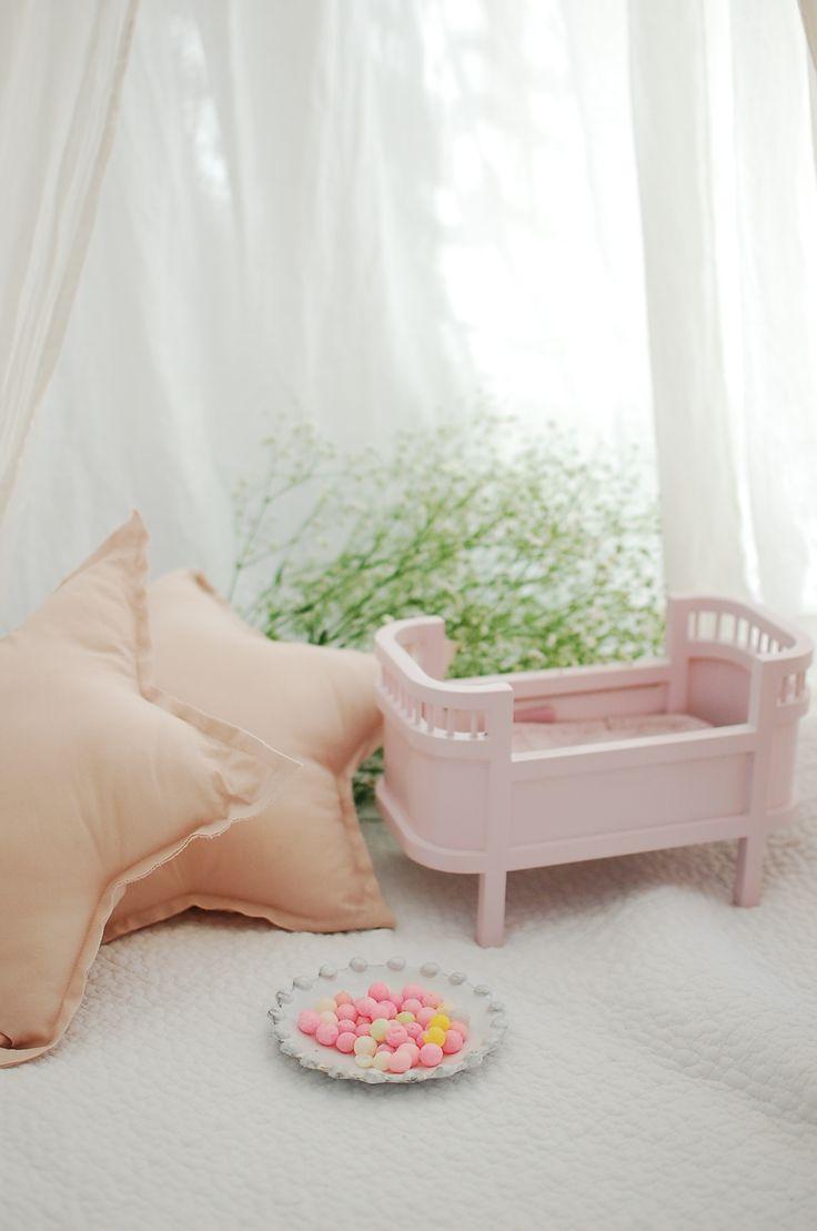 おしゃれな海外の子供部屋に欠かせないsmall stuffのドールベッドがデンマークより入荷致しました。 日本のインテリアにも馴染みやすいようにsmall stuff新作のミニサイズとなります❥ ・ #gift#プレゼント#お祝い#出産祝い#ベビーシャワー#babyshower#ベッドルーム#インテリア#キルティングマット#インポート#pregnant#simple#子供部屋#子供部屋インテリア#キッズルーム#kidsroom#女の子 #女の子ベビー#女の子部屋#girlsroom #赤ちゃん#babygirl#babyroom#happytoseeyou#cherry#人形#ドールベッド#smallstuff#dollbed#pink