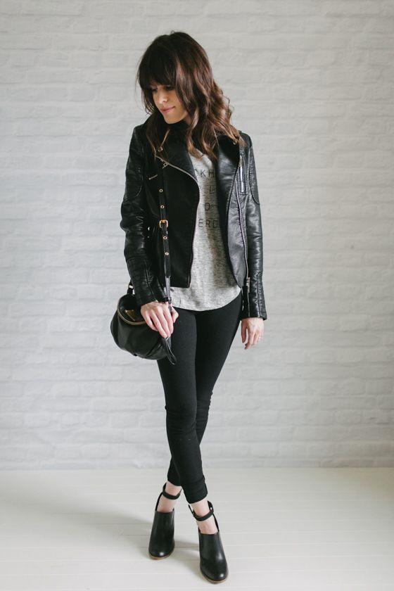 Un-Fancy - minimalista - 37 peças no armário - inverno: jaqueta de couro preta + camiseta + calça preta