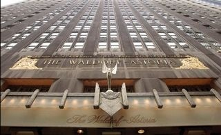An interesting post about #SocialMedia Incentive from Waldorf Astoria Hotel: they ask ex-guests to return stolen from the hotel items before 1960 and #tweet / #Facebook about it!