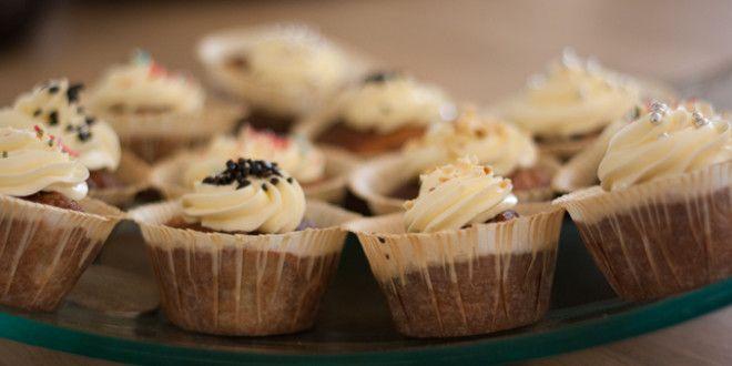 Muffins med deres pynt og så lige en kop kaffe.