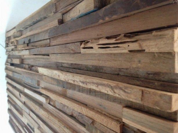 Houten strips voordelen duurzaam natuurlijke uitstraling nadelen beschadiging - Kleden houten wand ...