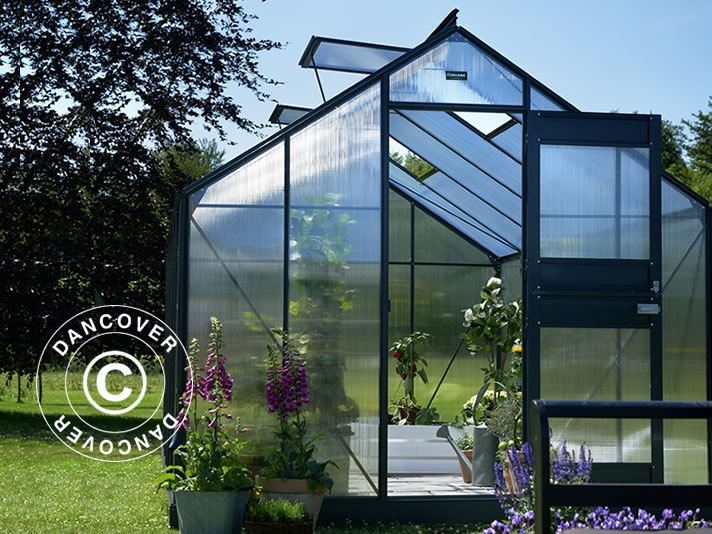 GREENHOUSE POLYCARBONATE JULIANA JUNIOR 2,77X3,70X2,57 M, ANTHRACITE A high-quality greenhouse from the well-known greenhouse manufacturer Juliana. The classic greenhouse has many features and is a pleasure to watch. The greenhouse will also ensure optimal growth conditions for all the vegetables, flowers, and more which can be grown in the beautiful and functional greenhouse.