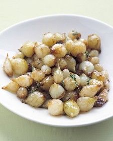 2 teaspoons olive oil 1 pound frozen pearl onions, thawed and patted dry 2 teaspoons sugar Coarse salt and ground pepper 1 1/2 teaspoons fresh thyme (or 1/4 teaspoon dried)