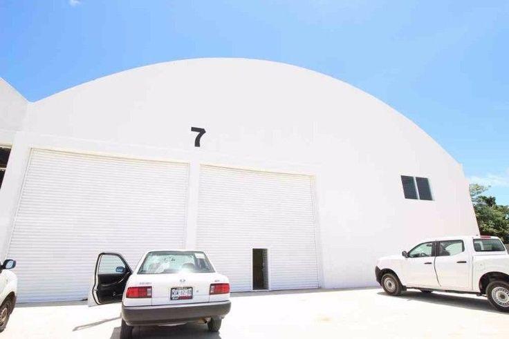 Rento bodega nueva, con oficinas y anden, privada con vigilancia, con patio de maniobras libre de inundaciones, salida inmediata a la carretera  9931206739 expertos en BODEGAS