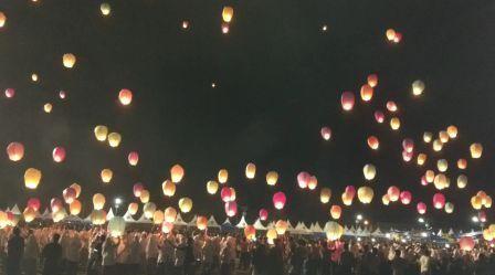 Puncak Mappanretasi di Hiasi Ribuan Lampion Warna-Warni