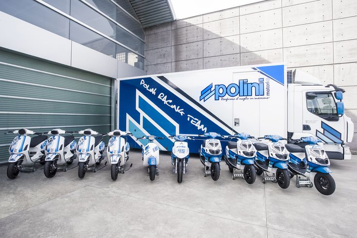 The crew is ready! ✊️ nicolazappettini#polini #poliniitaliancup #race #racing #weekend #fun #friends #rider #truck #trip #road #scooter #tuning #vespa #piaggio #yamaha #white #blue #crew #team