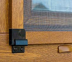 A k tým mojim novým oknám som si rovno priobjednal aj sieťky do okien http://www.slovaktual.cz/produkty/doplnky/site-do-oken/
