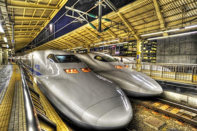 The Shinkansen -- Japanese Super High Speed Passenger Train @ Tokyo Station 新幹線 東京駅