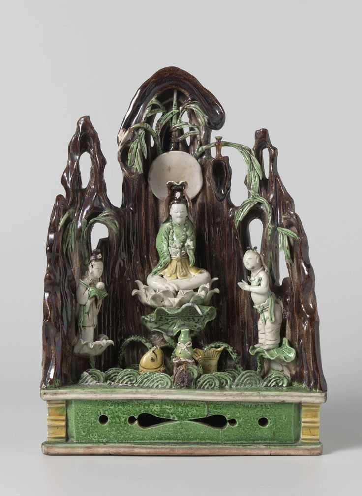 Domestic altar with Guanyin and two attendants, Anonymous, c. 1700 - c. 1720