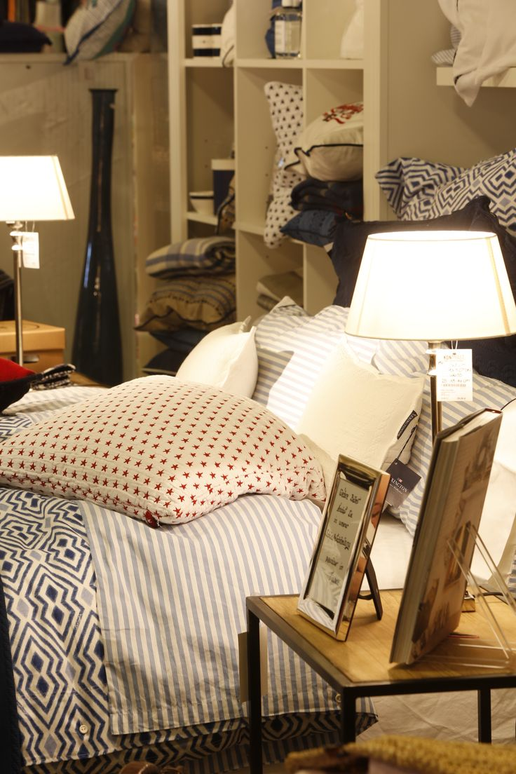 Ganz im Stile der Hamptons besticht der Stil von Lexington durch den Charme des amerikanischen Landhausstils. Hierbei steht vor allem die Gemütlichkeit und ein harmonisch-beruhigender Farbenmix aus Natur-, Grau- und Blautönen im Vordergrund. #kontrast #lexington #cozy #cottagehome #harmoniously #white #blue #red