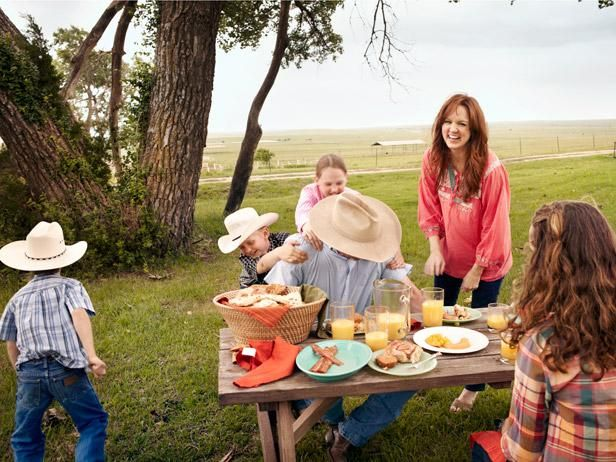 A Pioneer Breakfast with Ree Drummond and Family : Bryce and Paige are a strong match for their dad, Ladd.