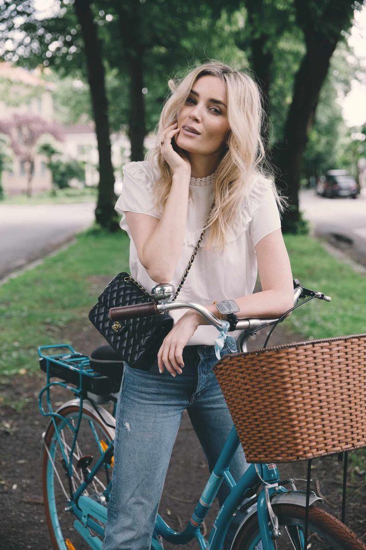Lyse jeans og hvite bluser - Camilla Pihl