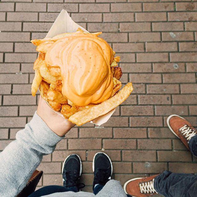 the best  batata no cone - europa - eurotrip - Hit the road Girls - Ariadne Cretella - o que comer na Holanda - french potato - dicas de viagem - Holanda - porn food - dicas de viagem - blog de viagem