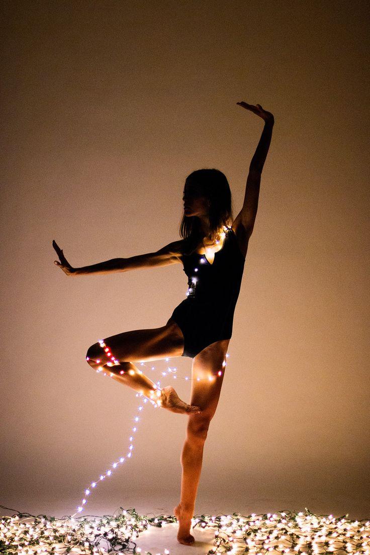 En nuestra tiempo libre, nosotras bailamos en nuestras cuartos.Nuestra bailamos a la musica de hip hop.
