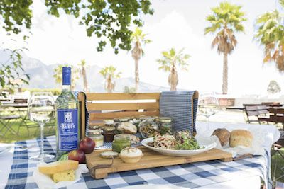 We recently went to a chicnic (a chic picnic) held at Allée Bleue Wine Estate. We steal some pointers for you to hold your own.