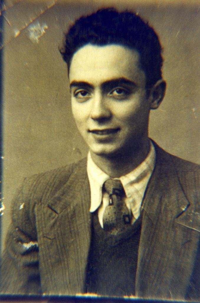 José Saramago jovem. Prêmio Nobel de Literatura em 1998. …