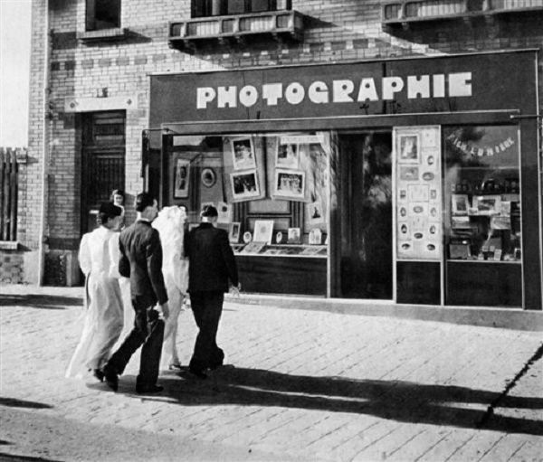 Robert Doisneau // Wedding In The Suburb Of Paris, 1947 .