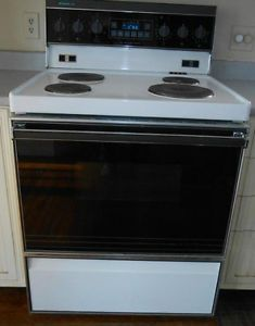 four, cuisinière, fourneau, poêle,$100, très propre, doit partir Trois-Rivières Mauricie image 1