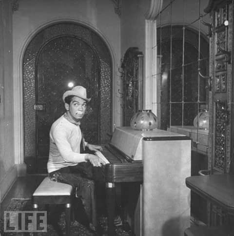 "Cantinflas en ""LIFE""."