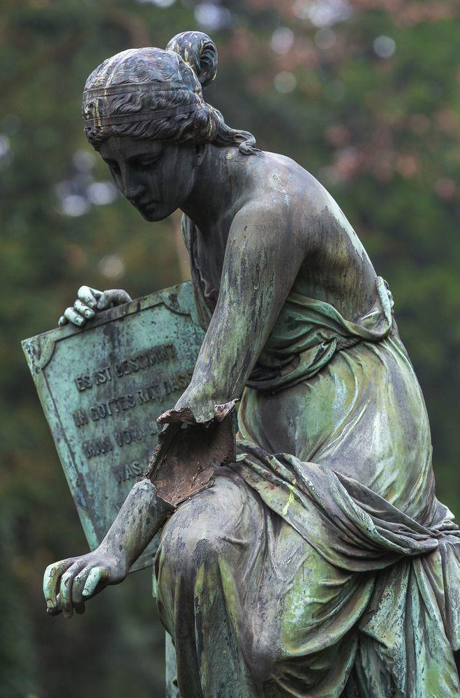 Grab - Skulptur #1…