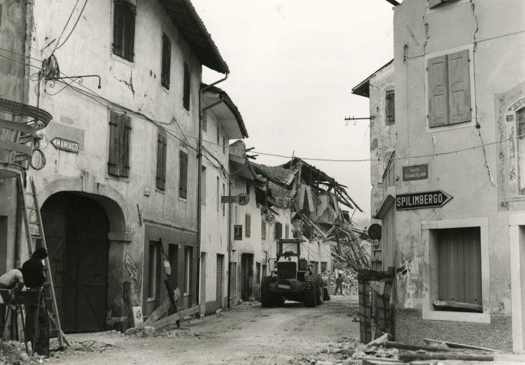 Terremoto Friuli Demolizione del Bottegon - Sequals 1976