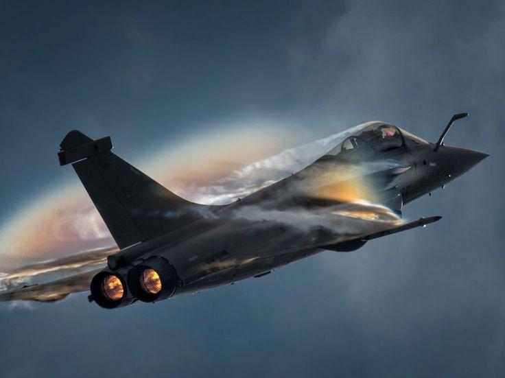 Le PDG de Dassault Aviation a affirmédimanche dans une interview à Sud-Ouest être en négociation avec l'Inde pour la fourniture de nouveaux Rafale.