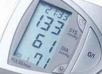 La presión arterial alta no tratada puede causar serios problemas de salud, como daño al corazón y otros órganos. Por eso, es importantísimo controlar la presión sanguínea regularmente, como un modo de prevenir estos problemas antes que sea tarde. Es importante destacar que la tensión arterial tiende a subir con la edad, puesto que los vasos sanguíneos van perdiendo su elasticidad. Ve ahora la tabla: http://saludtotal.net/tension-arterial-normal-por-edades/