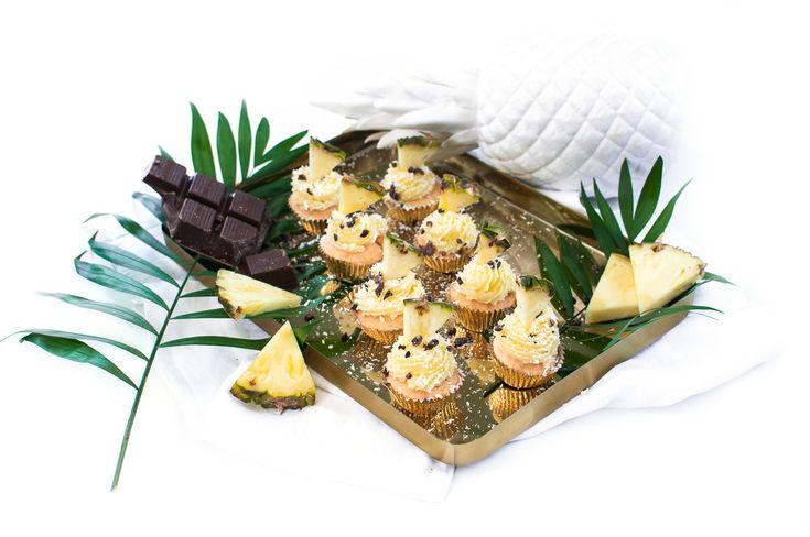 Ananas Kokos Cupcakes zur Feier des Tages. Denn es gibt eine Pineapple Party! Aber nicht nur hierzu könnt ihr die Ananas Kokos Cupcakes machen!
