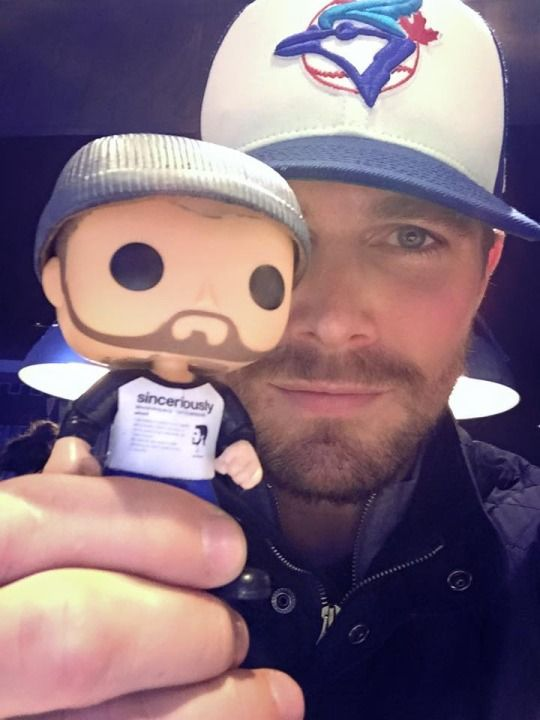 Stephen Amell & his custom Funko Pop omg