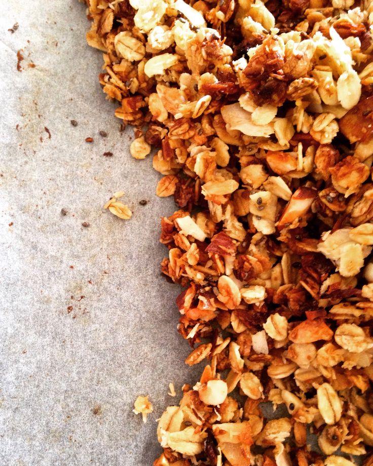 coconut & almond homemade granola