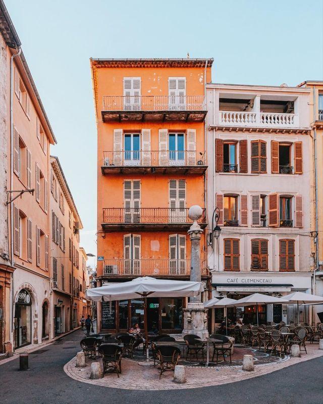 Antibes Cote D Azur Source Instagram Com Bmseventh Cotedazur Anribes France Architecture Travel Wanderlust Antibes Mediterranean House Design Antibes France